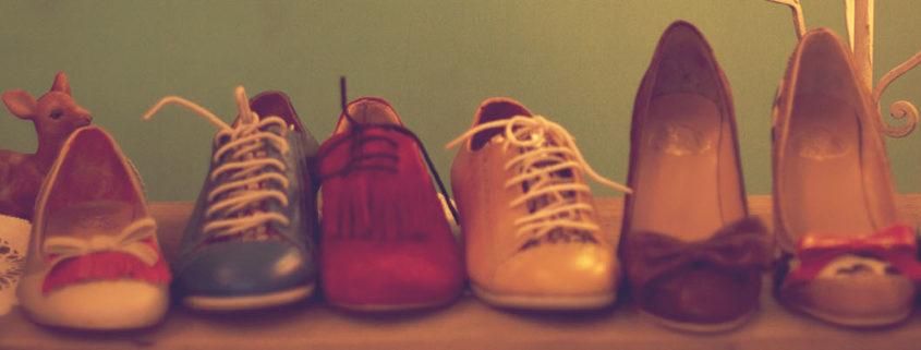 Vintage-Schuhe am Flohmarkt